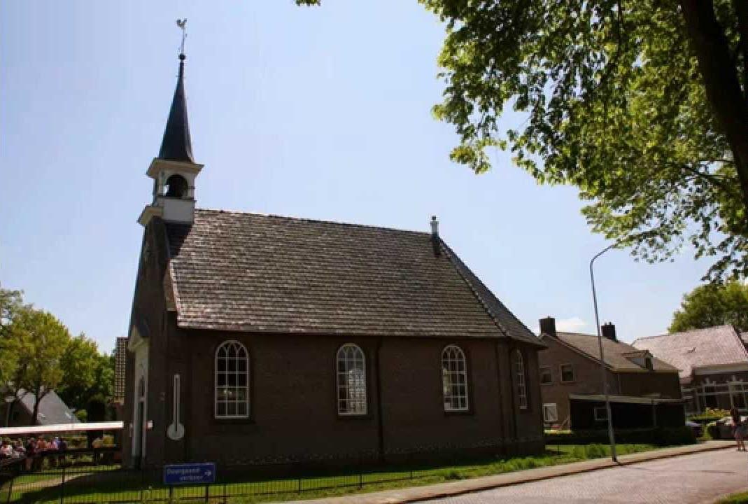 Haren-Haren passeert Kerk van Eext